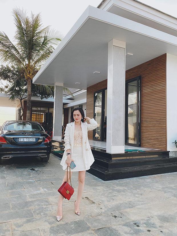Hot girl 24 tuổi sở hữu khối tài sản kếch xù từ kinh doanh thời trang - 4