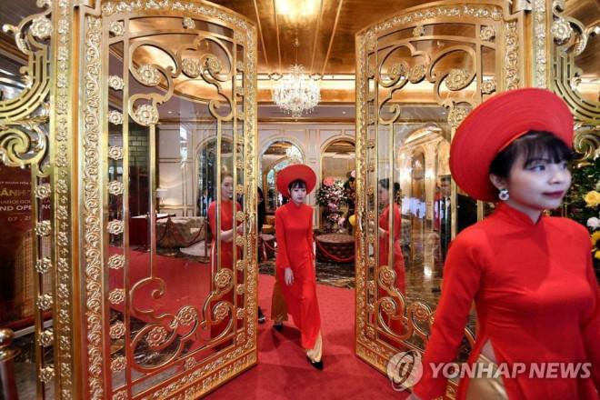 """Tiết lộ giá phòng tại khách sạn dát vàng đầu tiên ở Việt Nam của đại gia Đường """"bia"""" - 4"""